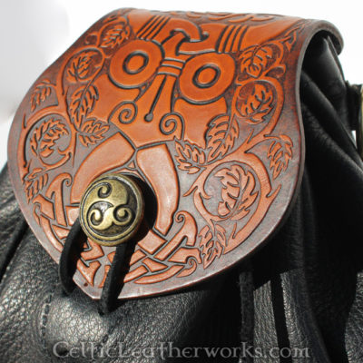 This is the Greenman Rob Roy Sporran. It is an Interchangeable Flap Sporran by Celtic Leatherworks. The original artwork was made by Vitor Gonzalez of ArsCeltica and is copyright to Celtic Leatherworks.