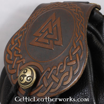 This is a custom colored Valknut Sporran. These sporrans have a unique Interchangeable Flap. The flap is full grain vegetable tanned leather with a beatiful Valknut into it.