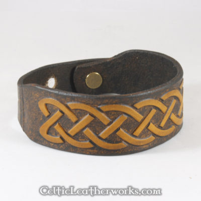 This is the Classic Knot leather cuff.  Show your Celtic pride with this classic bracelet. It is a 3 sizes in 1 unisex bracelet. It has holes punched at 7, 8, and 9 inches to fit most size wrists.